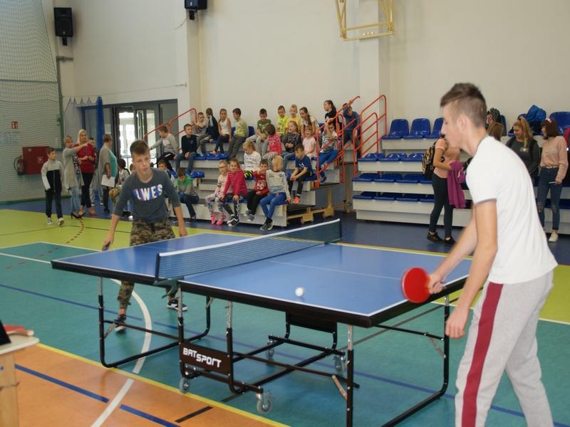 Ilustracja do informacji: Rozegrali turniej tenisa stołowego